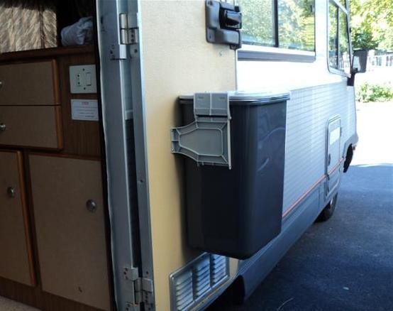 poubelle de porte camping car